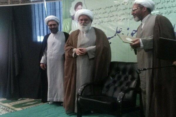 مراسم معارفه مدیر و معاونان مدرسه علمیه امام رضا(ع) برگزار شد
